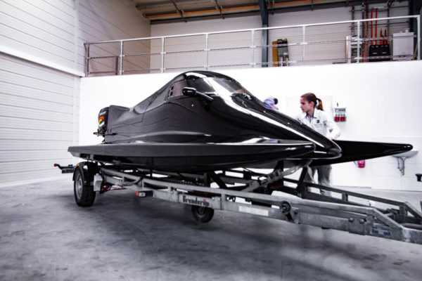 02-ll-yachting-news-speedboat