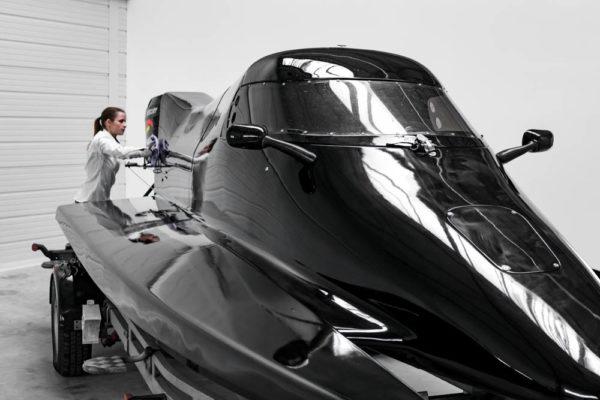 04-ll-yachting-news-speedboat