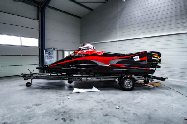 07-ll-yachting-news-speedboat