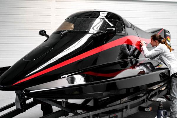 09-ll-yachting-news-speedboat