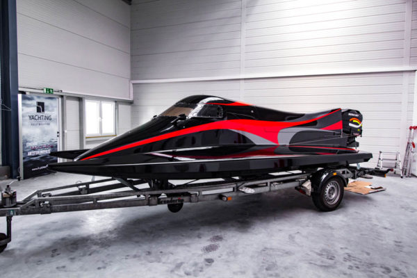 11-ll-yachting-news-speedboat