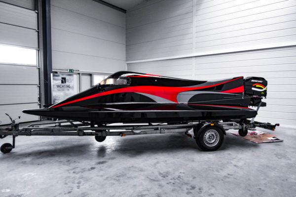 12-ll-yachting-news-speedboat