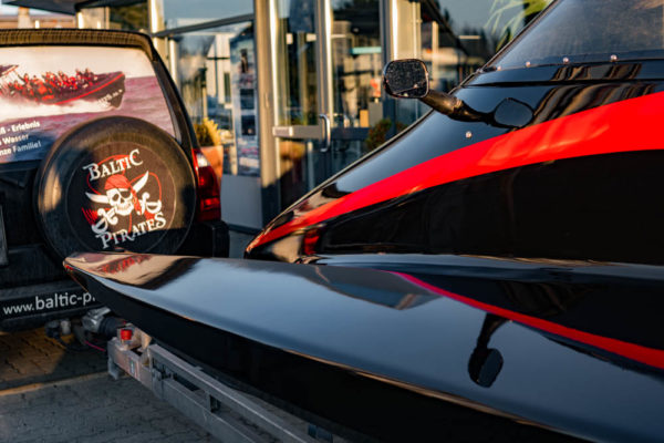 19-ll-yachting-news-speedboat