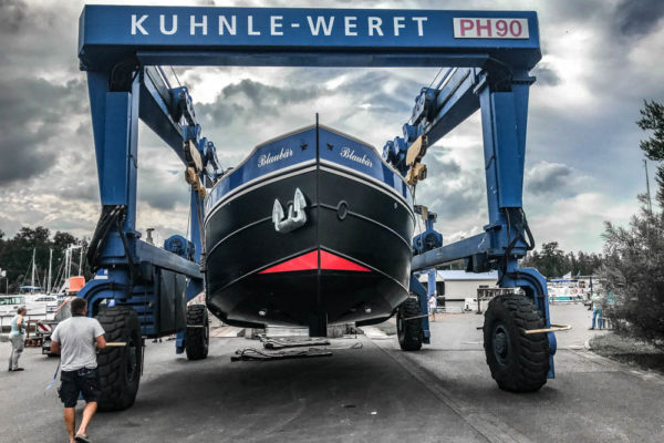 ll-yachting-news-antifouling-blaubear08